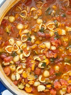 Minestrone Soup Recipe   Soup Recipes   Minestrone soup is a healthy soup recipe full of fresh veggies like carrot, celery, onion, tomatoes, kidney beans, zucchini, and spinach in a perfectly & richly seasoned tomato sauce vegetable broth base. Healthy Soup Recipes, Easy Dinner Recipes, Vegetarian Recipes, Cooking Recipes, Easy Recipes, Ministroni Soup Recipe, Zuchinni Recipes, Zucchini, Shrimp Lo Mein Recipe