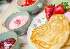 Pancakes délicieux et légers (attention aux pépites de chocolat, elles fondent en cuisant). Pâte mélangée au mixeur plongeant, recette rapide.