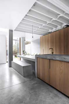 I found this 5 bedroom West London terrace home on Shoot Factory and was instantly intrigued. The house has recently been extended to include a super sleek concrete inspired kitchen and dining space. Concrete Kitchen, Concrete Houses, Concrete Wood, Concrete Floors, Concrete Table, Concrete Counter, Kitchen Wood, Home Decor Kitchen, Kitchen Interior