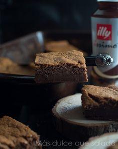 Pastel inteligente de chocolate y café