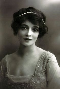Marie Doro - December 1913 - Silent Film Actress (b. May 25, 1882) - Photo by Bassano - @~ Mlle
