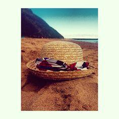 Sombrero de paja. Bombin declarado con pañuelo de tela africana  lftocados   aderezatucabeza  playa  summer  modacanaria. Lidia Falcón 7ddb4354b3f