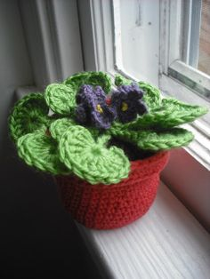 Purple Chair Crochet: The Flower Pot Series No. 03: African Violet