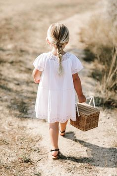 We Love Bonpoint Summer 2019 Runway Show – Kids Fashion Little Kid Fashion, Kids Fashion, Fashion Wear, Fashion Dolls, Fall Fashion, Fashion Outfits, Mode Outfits, Girl Outfits, Summer Family Photos