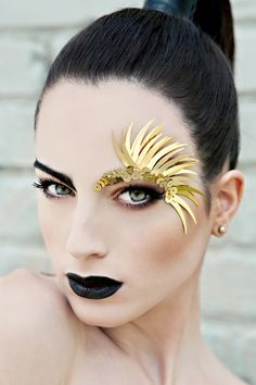Creative eye make-up - Black lips