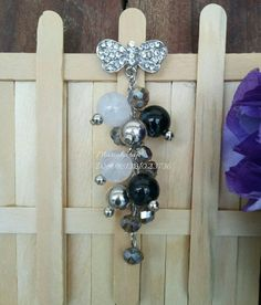 Bros dagu by Mariah craft Bead Crafts, Diy And Crafts, Hijab Pins, Brooches, Dangles, Women's Fashion, Beads, Flower, Model