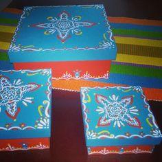 Cajas decoradas estilo hindu Napkins, Tableware, Home, Painted Boxes, Wood Boxes, Mandalas, Cards, Style, Dinnerware