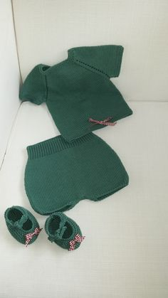 Conjunto 3-6 meses           Conjunto bebé realizado con Hilo Natura Just Cotton color Green Smoke                                      DMC...