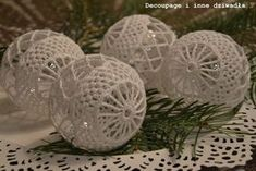 schematy bombek by siwa Crochet Christmas Ornaments, Crochet Snowflakes, Christmas Knitting, Christmas Baubles, Christmas Decorations To Make, Free Crochet Bag, Crochet Hooks, Christmas Picks, Christmas Crafts