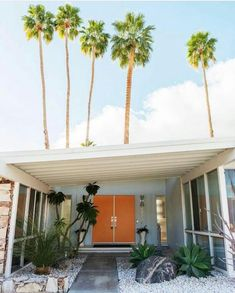 Pinned from Midcenturyhomes Palm Springs Palm Springs Houses, Palm Springs Style, Palm Springs Bar, Modern Exterior, Exterior Design, Maison Eichler, Palm Springs Interior Design, Palm Springs Mid Century Modern, Spring Architecture
