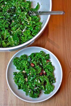 Toskanischer Grünkohlsalat - New Ideas Kale Salad Recipes, Salad Recipes For Dinner, Easy Smoothie Recipes, Easy Smoothies, Water Recipes, Raw Food Recipes, Healthy Recipes, Tostadas, Superfood
