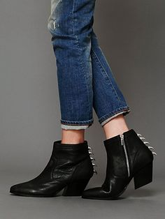 Dolce Vita- Rios Claw Back Ankle Boot