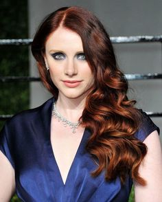 bryce dallas howard (Victoria number 2 from Twilight Saga) Bryce Dallas Howard, Dark Red Hair, Long Red Hair, Locks, Medium Curly, Gorgeous Redhead, Types Of Curls, Auburn Hair, Hair Pictures