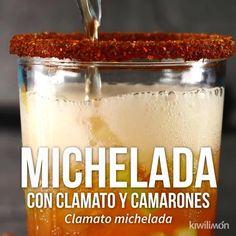Video de Michelada con Clamato y Camarones Video Rezept Liquor Drinks, Fun Drinks, Yummy Drinks, Yummy Food, Mexican Snacks, Mexican Drinks, Mexican Food Recipes, Tasty Videos, Food Videos