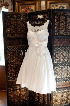 Lovely ivory sleeveless bateau neckline bow on the waist lace short wedding dress