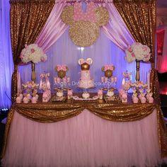 "428 Me gusta, 4 comentarios - Por Simone Rodrigues (@piradaemfesta) en Instagram: ""Minnie rosa - coisa mais linda! Por @angiesdreamdecorations. . #chadebebe #festaminnie #minnierosa…"" Minnie Mouse Birthday Decorations, Minnie Mouse Theme Party, Minnie Mouse First Birthday, 1st Birthday Party For Girls, Birthday Parties, Mini Mouse Baby Shower, Pink Minnie, Deco Originale, Princess"