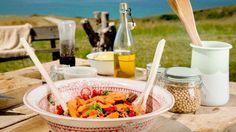 Receta | Ensalada de aguacate, fresas y anchoas de Santoña - canalcocina.es
