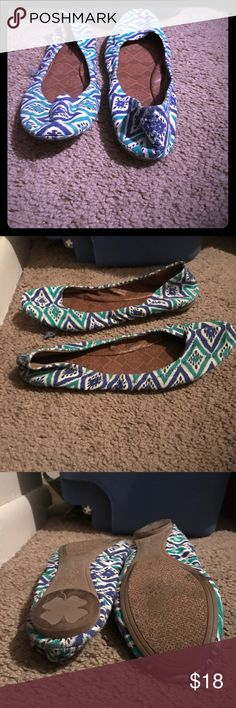 LUCKY BRAND FLATS‼️‼️ Comfortable flats that are flexible, white base with green & blue Aztec print ..... Lucky Brand Shoes Flats & Loafers
