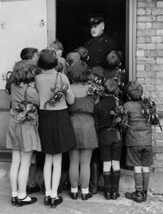 22nd January 1940: A group of children waiting to get into the rollerskating rink at Alexandra Palace, London. (Photo by Reg Speller/Fox Photos/Getty Images)