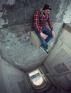 Cool picture idea. Looks like he could fall ^0^