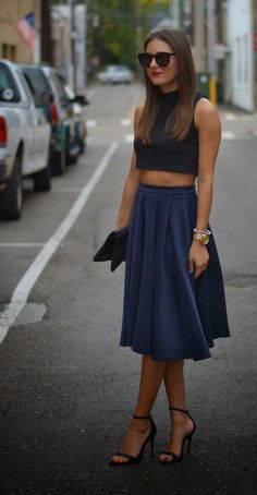 Street style | Black crop top and pleated high waist navy skirt