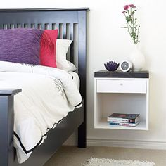 This diy shows you how to build yourself a wall-mounted nightstand for your small bedroom. How To Make A Small Bedroom Look Nice Furniture Projects, Home Projects, Diy Furniture, Diy Nightstand, Floating Nightstand, Floating Drawer, Floating Table, Wall Mounted Bedside Table, Bedside Tables