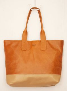 The Harbor Tote from the Sseko Designs Tote Collection made with beautiful genuine leather. Proceeds go to the Sseko Scholarship Fund. #giftsthatgiveback