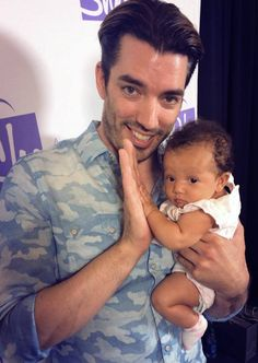 I would have loved to go see the Property brothers. It would be a dream come true. And this picture is so cute. Hgtv Designers, Jonathan Silver Scott, Scott Brothers, Drew Scott, Twin Babies, Baby Twins, Property Brothers, Am In Love, Your Turn