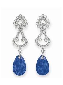 CARTIER, pendants d'oreilles - saphirs de Ceylan taille goutte, diamants, montures en platine
