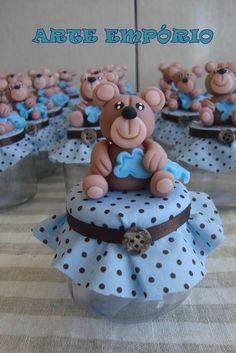 Linda lembrancinha porta doces 120 gr, poa azul com marrom e ursinho em biscuit. O FRETE SÓ SERÁ GRÁTIS ACIMA DE 30 UNIDADES R$ 6,80