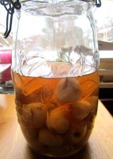 Kääpiölinnan köökissä: An eyeball in my martini - litsilikööriä!