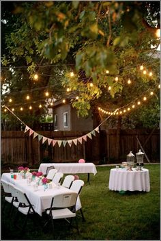 This DIY garden party decoration gives your summer party atmosphere! DIY decoration ideas This DIY garden party decoration gives your summer party atmosphere! Outdoor Graduation Parties, Graduation Party Decor, Outdoor Parties, Backyard Parties, Garden Parties, Graduation Party Ideas High School, College Graduation, Backyard Party Lighting, Patio Lighting