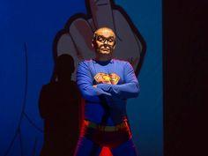 Rádio Base: Peça põe em xeque mitos sobre os super-herois