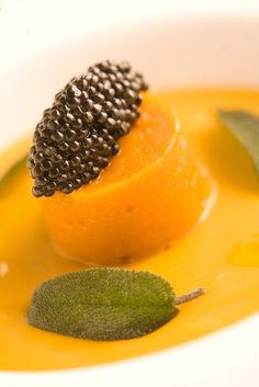 Pumpkin purée, sage and #CalvisiusCaviar to make your Tuesday extraordinary.