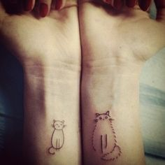48 Totally Cute Cat Tattoo Ideas For Women - VIs-Wed - Cat tattoo designs Future Tattoos, New Tattoos, Small Tattoos, Tattoos For Guys, Kitty Tattoos, Dragon Tattoos, Friend Tattoos, Paar Tattoos, Bild Tattoos