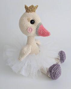 Aucune description de photo disponible. Crochet Animals, Crochet Toys, Knit Crochet, Amigurumi Patterns, Crochet Patterns, Crochet Ideas, Crochet Projects, Craft Projects, Craft Ideas