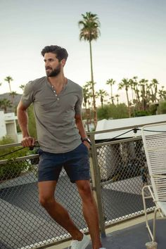 Advanced Men's Fashion Tip. Essential Summer Style Details. Rugged Style, Trendy Mens Fashion, Look Fashion, Fashion Ideas, Fashion Men, Men Summer Fashion, Men's Fashion Tips, Mens Fashion Shorts, Stylish Men