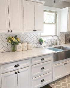 Beautiful Farmhouse Kitchen Cabinet Makeover Ideas (87)