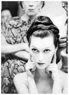 Dovima by Avedon (with Diane Vreeland in the background)