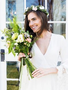 Bouquet de noiva boho com flores do campo - casamento de Marnie, personagem de Allison Williams no seriado Girls