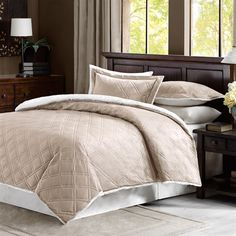 The double diamond quilted design on the Braxton comforter set adds style to your bedroom. Made with a mink face, this comforter is soft to the touch and reverses to a natural berber for superior warmth and comfort. The set includes 2 shams.