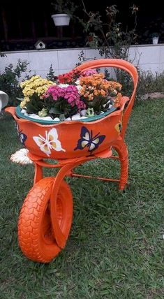 Com tire planters, garden planters, flower planters, tire garden, gar Diy Garden Projects, Diy Garden Decor, Garden Crafts, Garden Art, Garden Ideas, Fence Ideas, Garden Tips, Tire Planters, Flower Planters