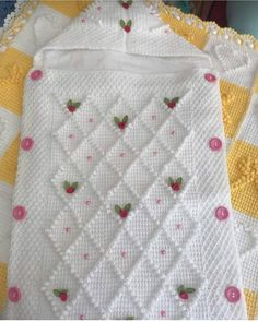 Knitted Overalls Blanket For Babies – Knitting And We Crochet Baby Sweaters, Crochet Baby Clothes, Baby Blanket Crochet, Knit Crochet, Granny Square Häkelanleitung, Granny Square Crochet Pattern, Baby Knitting Patterns, Crochet Patterns, Peacock Crochet