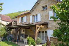 SECTEUR CASTELNAUD: Maison de village en pierre avec jardinet proche rivière Au coeur de la Vallée du Céou, dans un petit village avec commerces, maison en pierre de 110 m2 composée de 4 chambres, 1 SDE, un salon/ salle à manger, une grande cuisine, grenier aménageable, cave sur terrain de 300 m2 203.000 € Réf.:LVT444 - See more at: http://www.pleinsudimmo.fr/fr/annonces-immobilieres/offre/ville/bien/1103850/1103850.html#sthash.47TuwAK0.dpuf