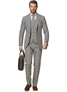 Add an extra touch of elegance with this grey Havana 3-piece. Featuring a structured fabric, notch lapel, and accompanying slim fitting pants, this suit is cut from 100% Italian-made Ormezzano linen.