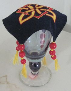 red/black/yellow Cup cover. Need some of those for Vodgorod (maybe with noble crests?).