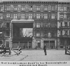 U-Bahn Berlin-Der Haeuserblock (Dennewitzstrasse 21(?) war beim Hochbahnbau bereits vorhanden,man durchbrach ihn deshalb