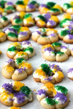 24 Festive Dishes To Serve At Your Mardi Gras Party – Parade Easy No Bake Desserts, Best Dessert Recipes, Cookie Recipes, Delicious Desserts, Yummy Food, Cookie Ideas, Cookie Desserts, Fun Food, Baking Recipes