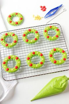 Christmas Wreath Cookies are a fun project for beginners or experienced decorators. If you want to decorate sugar cookies this season, you should try these.