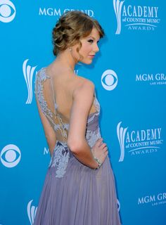 2010 Academy of Country Music Awards - Taylor Swift dons a beautiful lilac, floor-length dress and an up-do with curls <3